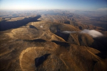 Aerial_view_of_Mt_St_Bathans_from_the_south_east_looking_towards_Aoraki_Mt_Cook_and_the_Mackenzie_basin_and_Ahuriri_river_and_showing_glacial_cirques
