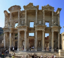 Celsus_Library_facade_Ephesus_Turkey_where_Heracleitus_once_walked