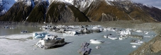 Icebergs_calved_off_terminal_moraine_off_Tasman_glacier_floating_in_Tasman_lake_Aoraki_Mt_Cook_National_Park_July2009