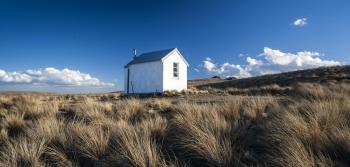 Cumulus_Clouds_amp;_Musterers_Hut_near_the_Linn_Burn_Central_Otago