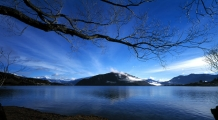 Willow_tree_branches_and_Mt_Burke_Peninsula_from_near_Clutha_Mata__Au_outlet_Lake_Wanaka