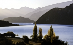 Lake_Wanaka_Outlet_Source_of_the_Mighty_Clutha_Mata_Au_river_system_New_Zealands_Largest_river_Looking_towards_Roys_Peninsula_and_the_Matukituki_Valley
